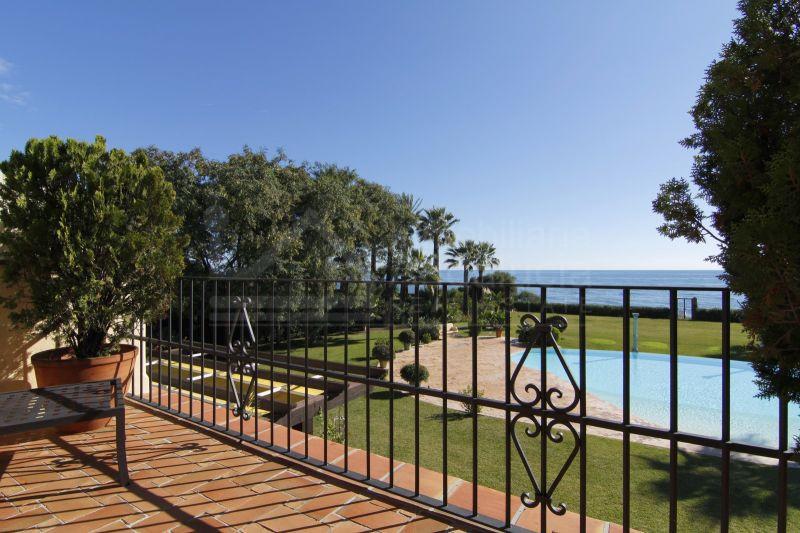 Palatial 8 bedroom beach villa for sale in El Paraiso Estepona