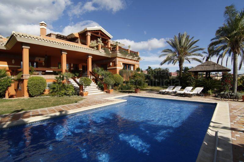 4 bedroom golf villa for sale with sea views in Los Flamingos Golf Benahavis