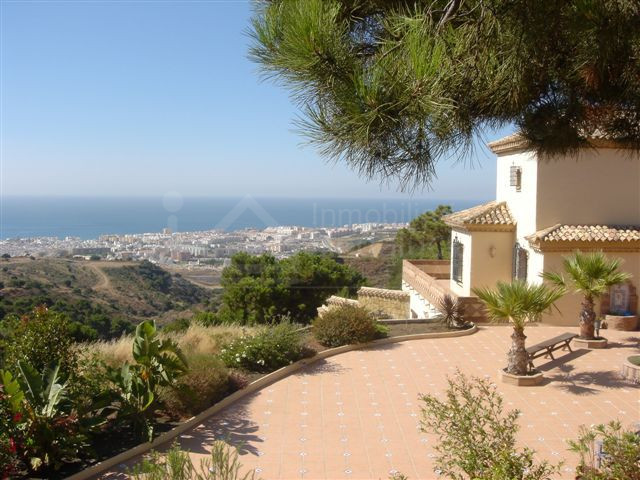 Gorgeous villa with jaw-dropping elevated coast views for sale in Puerta Los Reales, Estepona