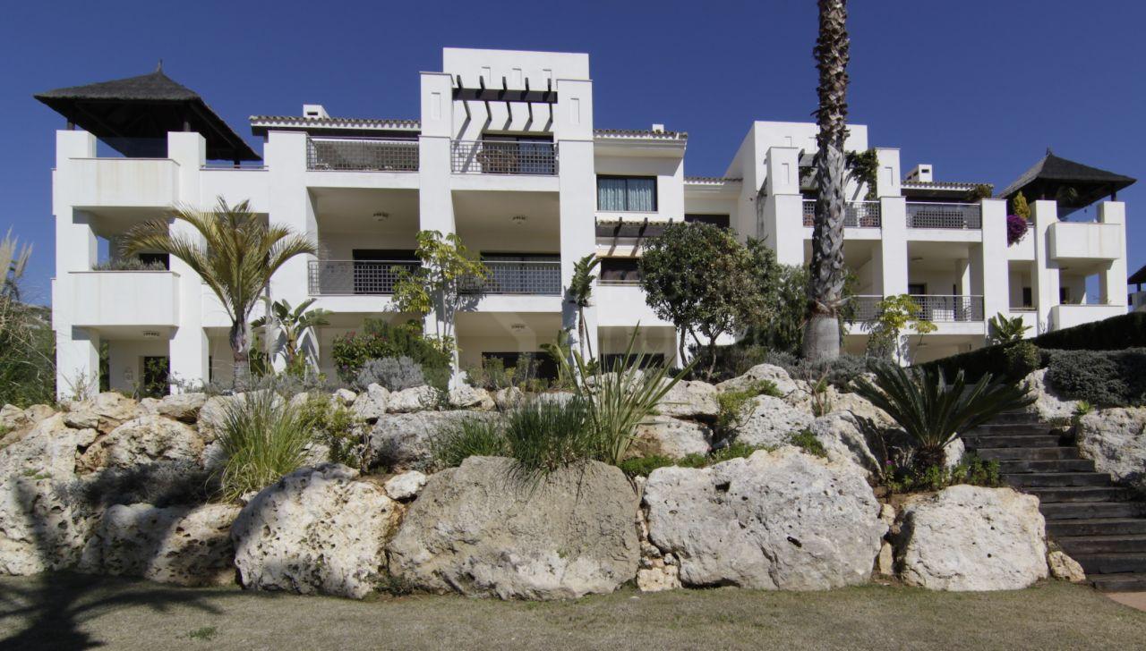Modern 2 bed luxury golf apartments for sale Benahavis
