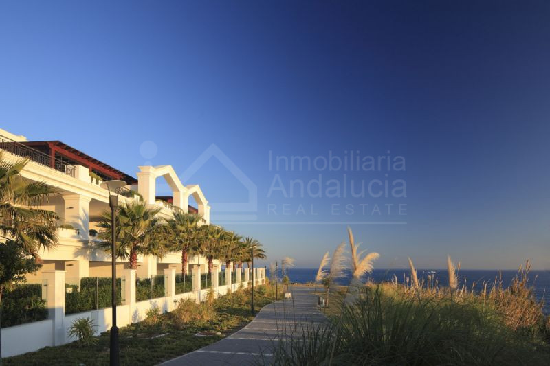 New luxury 4 bed apartment by the beach for sale in Estepona