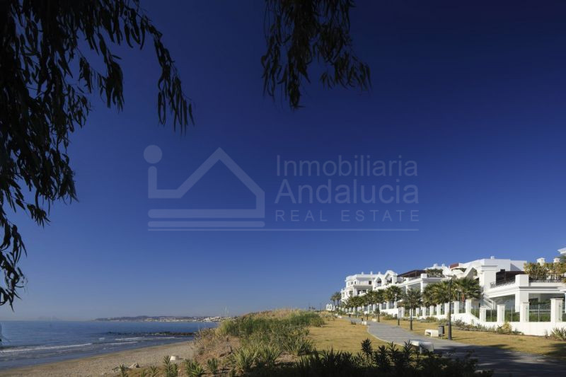 Luxury 1 bed ground floor beachside apartment for sale in Estepona