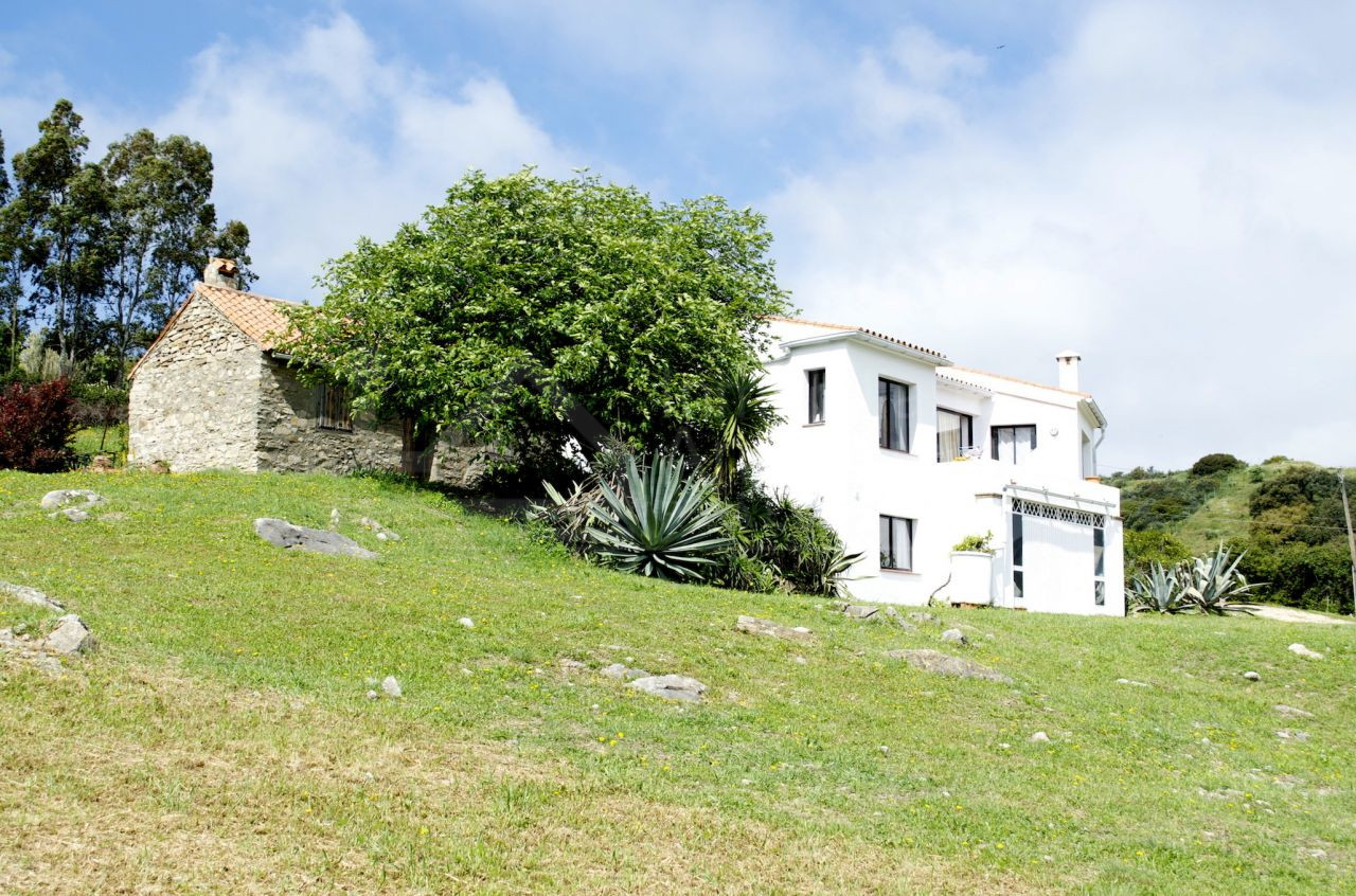 Rustic style country house in picturesque mountain setting for sale in Casares
