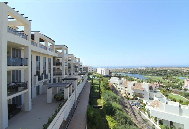 2nd floor modern apartment with stunning views Los Flamingos Golf Benahavis