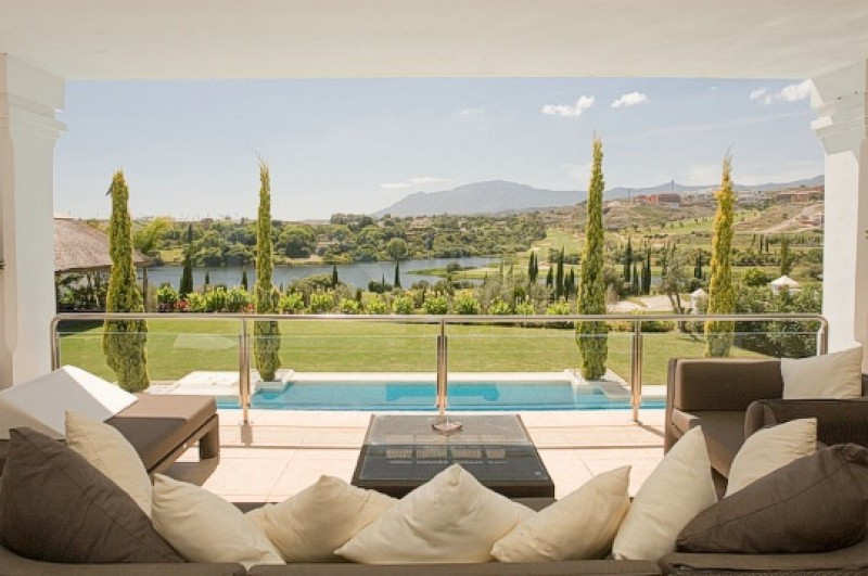 Stunning lakeside villa for sale in Los Flamingos Golf Benahavis