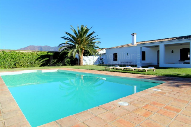 Beautiful country house with stables and land for sale in Casares