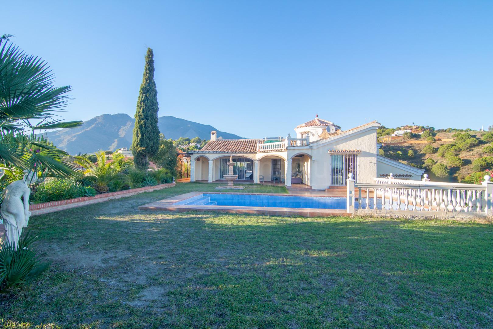 4 bedroom family villa for sale in Los Reales Estepona