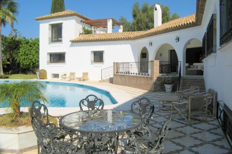 1000m2 luxury villa for sale in El Paraiso Estepona