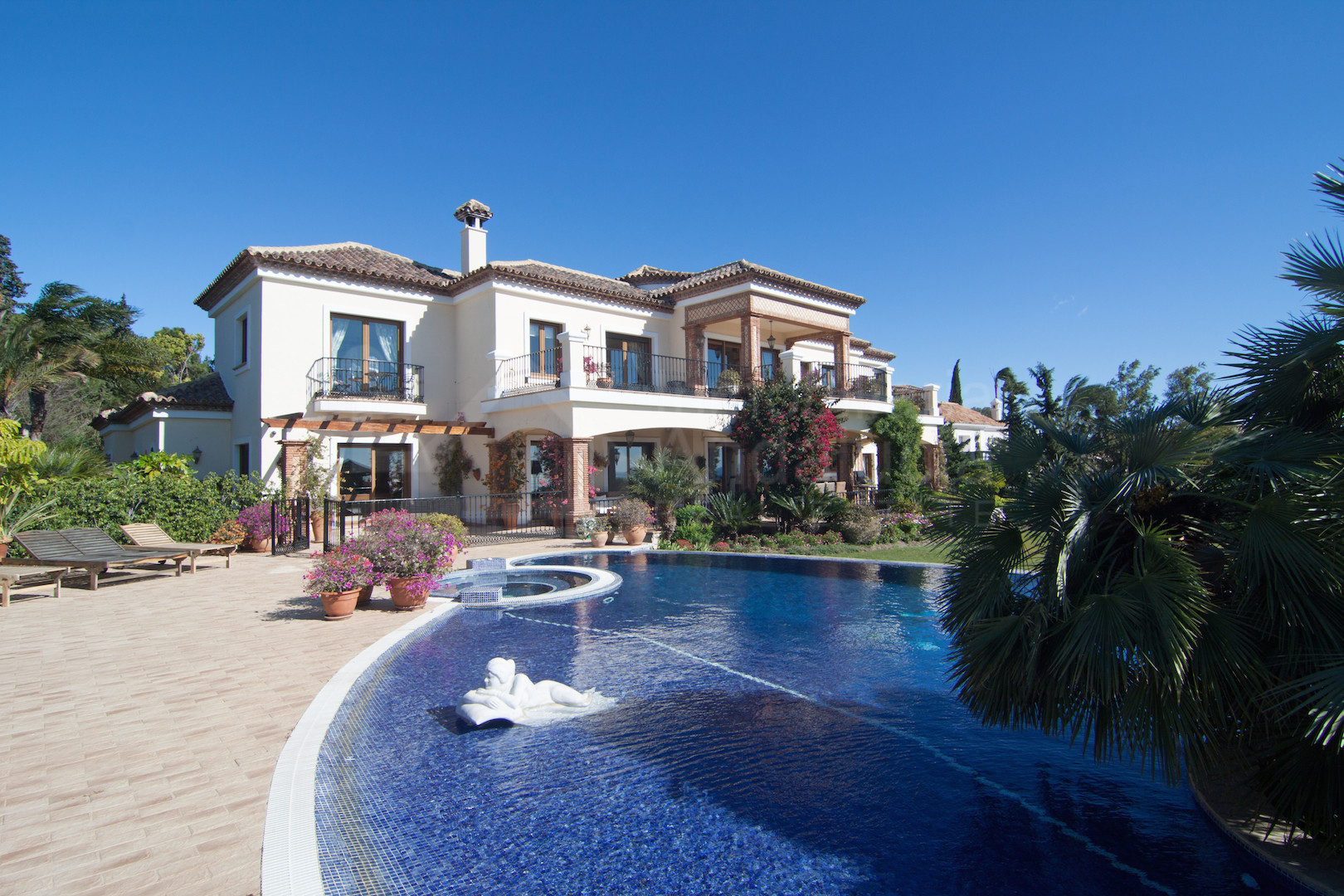 7 bedroom Andalusian Cortijo style villa with stunning sea views for sale in El Paraiso Alto