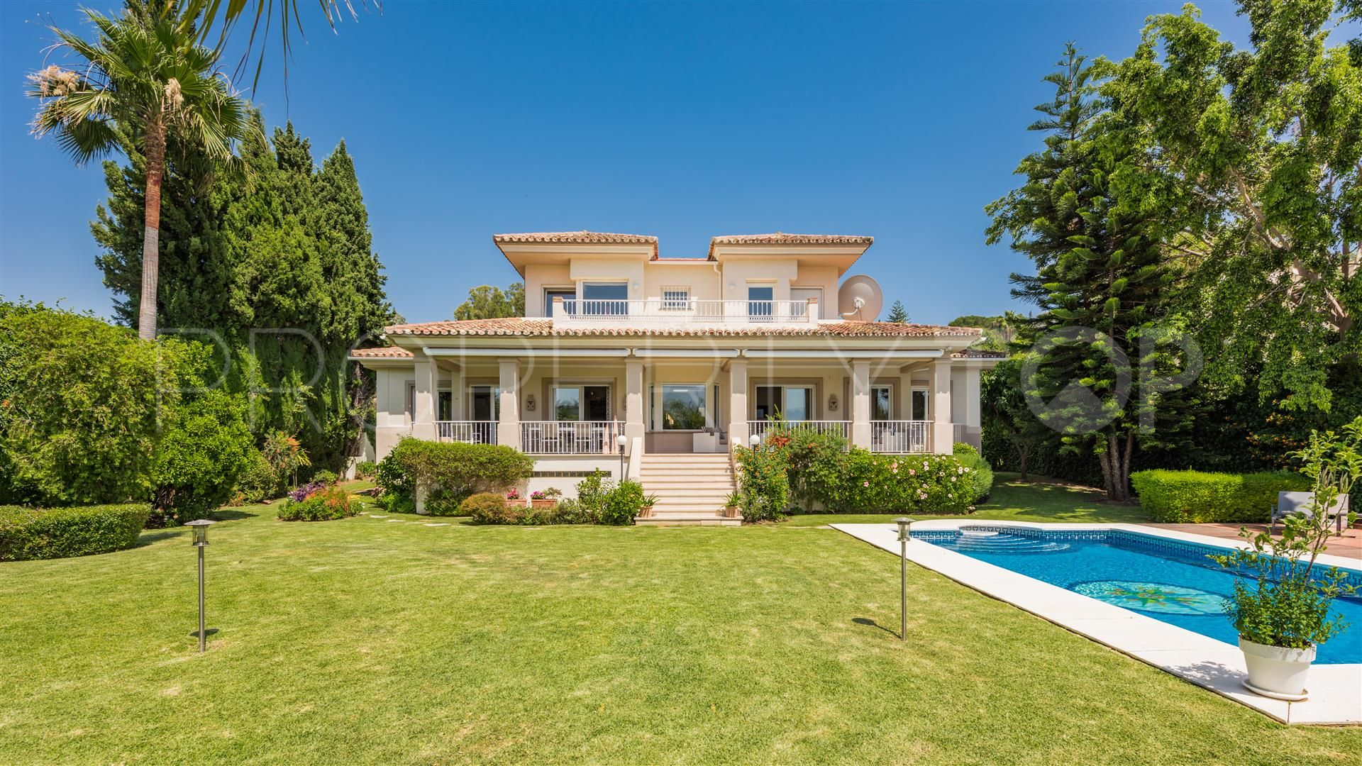 villa con 5 dormitorios en venta en el paraiso estepona terra meridiana. Black Bedroom Furniture Sets. Home Design Ideas
