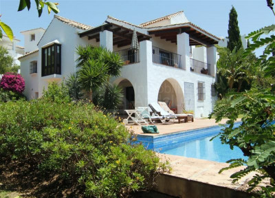 Estepona, Villa with beautiful garden and sea views for sale in Puerto Romano, Estepona