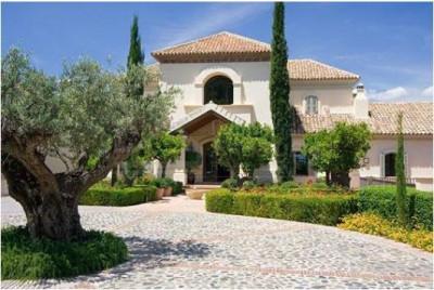 Benahavis, Classically styled 6 bed villa for sale in La Zagaleta Benahavis