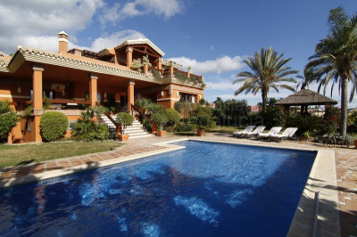 Benahavis, 4 bedroom golf villa for sale with sea views in Los Flamingos Golf Benahavis