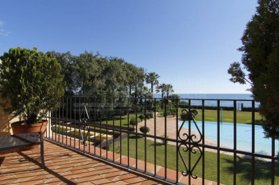 Estepona, Palatial 8 bedroom beach villa for sale in El Paraiso Estepona