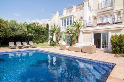 Benahavis, Renovated 6 bedroom villa with elevated sea views for sale in El Paraiso Alto Benahavis