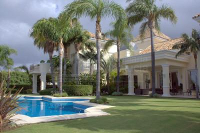 Marbella Golden Mile, Grandiose 5 bedroom villa for sale in Sierra Blanca Golden Mile Marbella