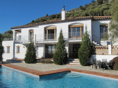 Gaucin, 4 bedroom country house for sale with 14.000m2 of land and spectacular elevated views in Gaucin
