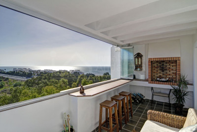 Casares, Immaculate 3 bedroom townhouse with stunning sea & mountain views for sale in Casares Playa