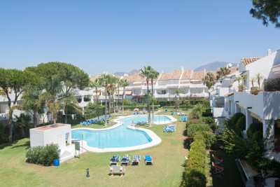 Estepona, Charming two bedroom second floor apartment for sale in El Presidente, Estepona