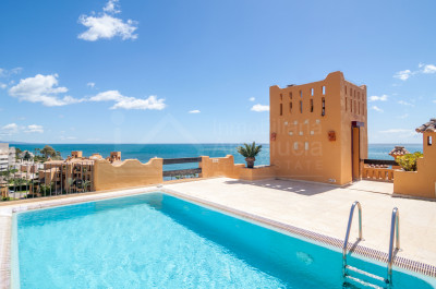 Estepona, Spectacular four bedroom duplex penthouse apartment overlooking the sea for sale in Los Granados del Mar, Estepona