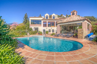 Casares, Picturesque three bedroom country house for sale in La Acedia, Casares