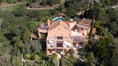 Estepona, Idyllic 4-Bedroom Country House with Impressive sea Views