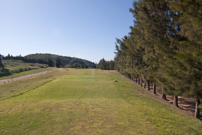 Casares, 1.000m2 golf villa plot for sale with permission to build in Casares
