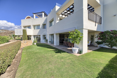 Benahavis, 2 bed luxury apartment with golf & sea views for sale in Tee 5, Los Flamingos Golf