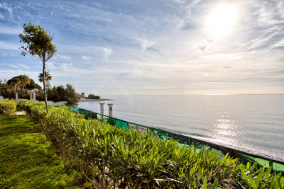 Estepona, 700m2 beach front villa on 5.703m2 plot with 60m2 beach frontage for sale in Benamara, Estepona