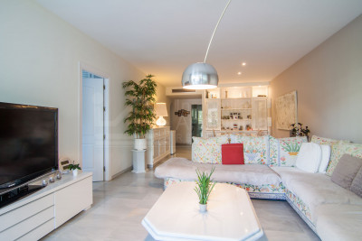 Estepona, Superb three-bedroom ground floor west facing apartment for sale in Alcazaba Beach, Estepona
