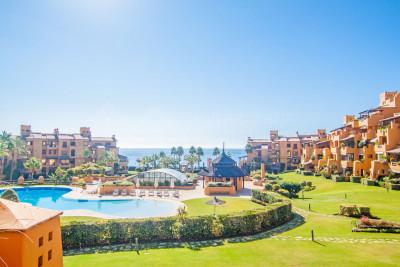 Estepona, Exquisite and spacious 3-bedroom south-facing apartment with splendid sea views for sale in Los Granados del Mar, Estepona