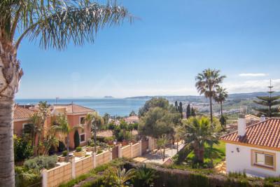 Estepona, Stunning 3 bedroom villa with sea and mountain views in Seghers, Estepona