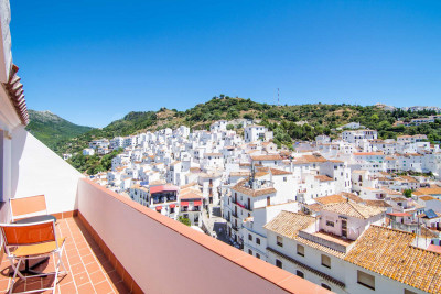 Casares, Cosy 2 bedroom-penthouse with superb panoramic views for sale in Casares
