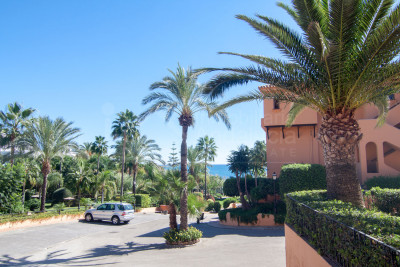 Estepona, 2 bedroom ground floor south facing apartment with sea views for sale in Riviera Andaluza, Estepona