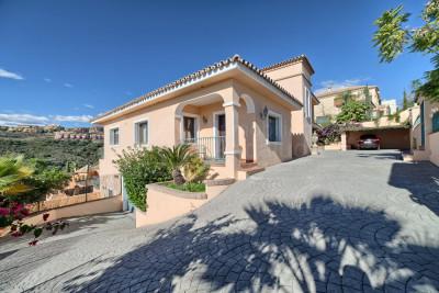 Benahavis, 4 bed villa for sale in La Alqueria, Benahavis