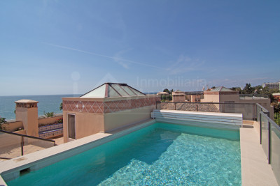Estepona, Exceptionally large 3 bedroom duplex penthouse for sale by the beach in Costalita del Mar