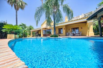 Benahavis, 4 bedroom villa with elevated coast views for sale in Puerto del Almendro, Benahavis