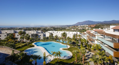 Benahavis, 2-bedroom ground floor garden apartment for sale in Hoyo 19, Los Flamingos