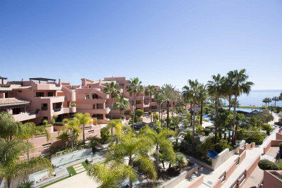 Estepona, 2 bedroom ground floor garden apartment for sale in Mar Azul, Estepona