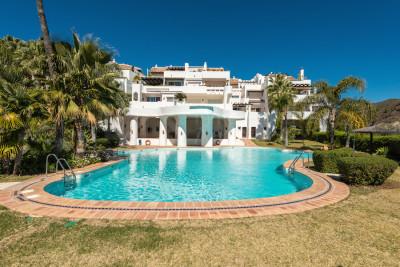 Benahavis, 3 bed frontline golf duplex penthouse for sale in Las Lomas de La Quinta