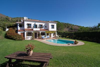 Casares, Very private 4 bedroom country villa for sale in La Acedia Casares