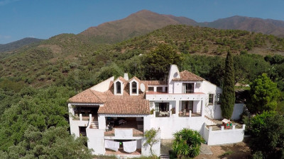Casares, Charming country property with extensive plot adjoin ideal for equestrian facilities in Casares