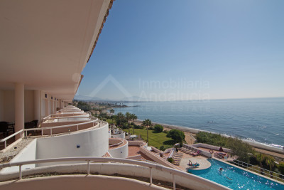 Estepona, Luxury apartment with unbeatable sea views for sale Sinfonia del Mar Estepona