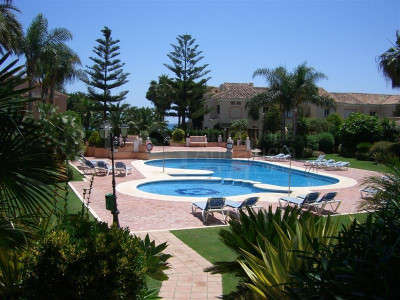 Estepona, Large townhouse by the beach