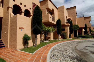 Estepona, 2 bed apartment with rooftop solarium/living area for sale in La Cartuja del Golf Estepona
