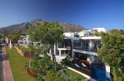 Marbella Golden Mile, 3 bedroom apartment/villa for sale in exclusive Sierra Blanca Marbella