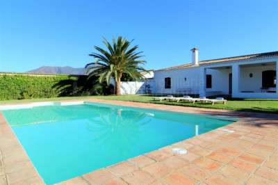 Casares, Beautiful country house with stables and land for sale in Casares