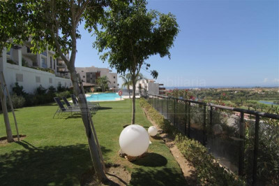 Benahavis, Ground floor apartment with large terrace and views Los Flamingos Golf Benahavis
