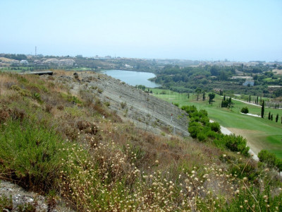 Benahavis, Plot with licence to build for sale Los Flamingos Golf Benahavis