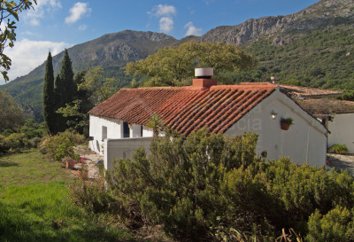 Casares, Beautiful country house for sale in a natural park in Casares